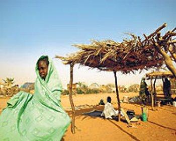 Sudan'lı Yetimleri Alucra'lı Hemşehrimiz Giydirecek
