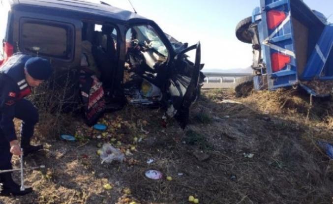 Alucra'lı Aile Amasya'da Kaza yaptı 1 Ölü